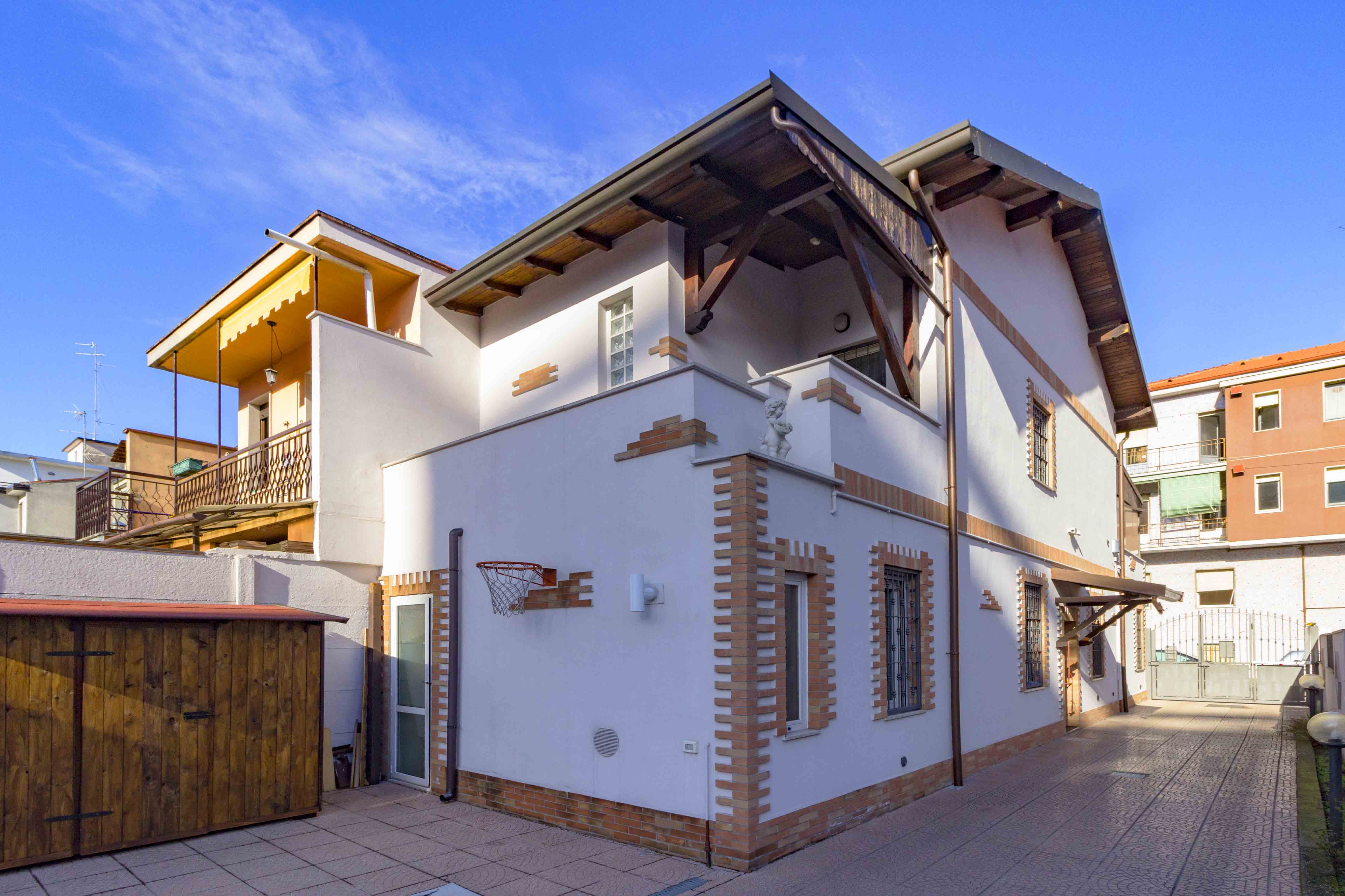 Cinisello Balsamo : Villa ristrutturata