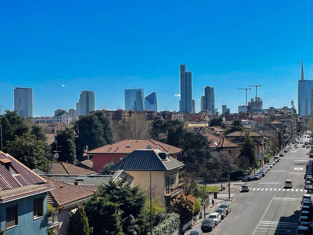 Milano : 2 locali piano alto